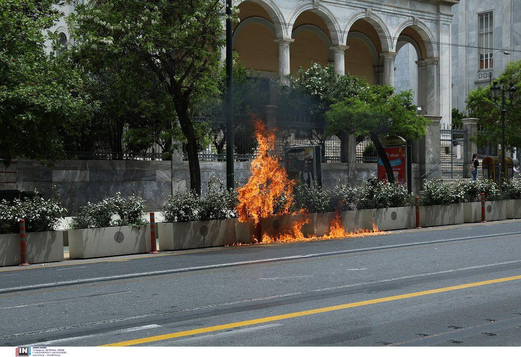 Επεισόδια και μολότοφ στις συγκεντρώσεις της Αθήνας (ΦΩΤΟ)