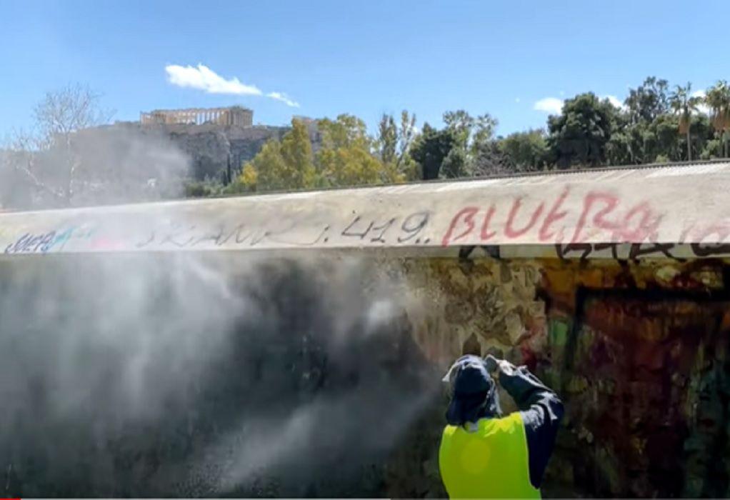 Επιχείρηση αντι-γκράφιτι στην Ερμού από τον Δήμο Αθηναίων (VIDEO)