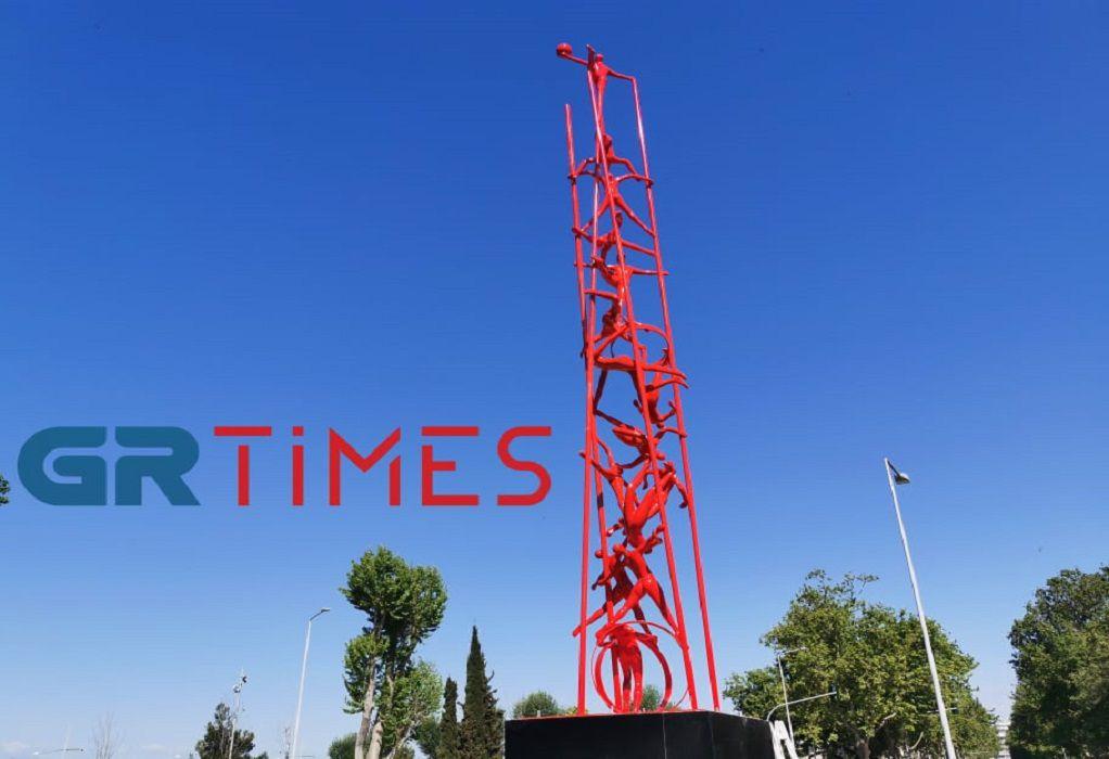 """Θεσσαλονίκη: Τοποθετήθηκε το """"Meteoron"""" του Κωστή Γεωργίου (ΦΩΤΟ+VIDEO)"""