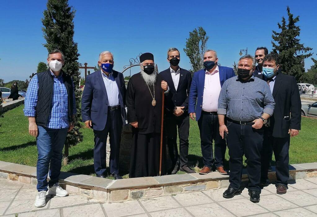 Συνάντηση δημάρχων- Μητροπολίτη για το κοιμητήριο Ευόσμου