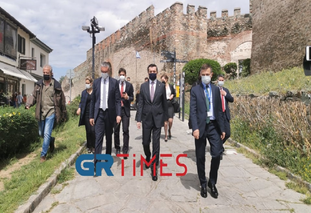 Θεσ/νίκη: Στην Άνω Πόλη ξεναγήθηκε ο Τούρκος υφυπουργός Εξωτερικών (VIDEO-ΦΩΤΟ)