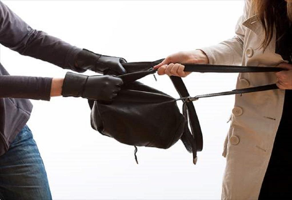 Βόλος: Της άρπαξε την τσάντα και την χτύπησε στο πρόσωπο!