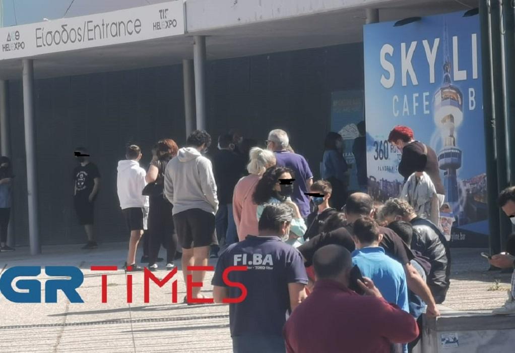 Θεσσαλονίκη: Στην ουρά για rapid μαθητές που βγήκαν θετικοί στο self test (ΦΩΤΟ+VIDEO)