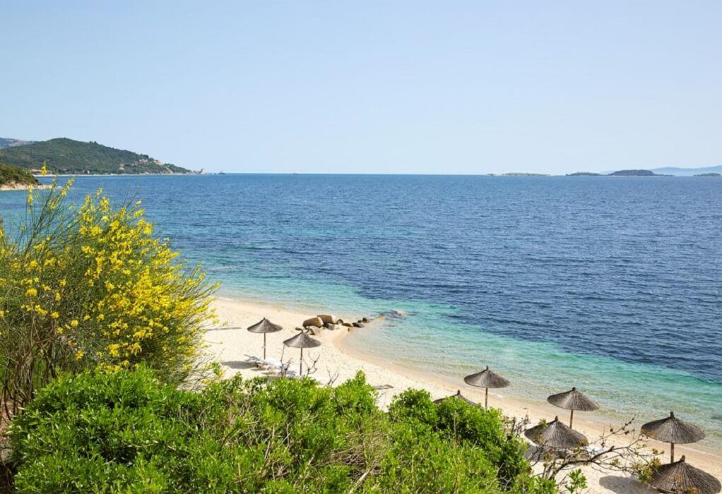 Δ.Αριστοτέλη: 7ος σε γαλάζιες σημαίες με 16 βραβευμένες παραλίες