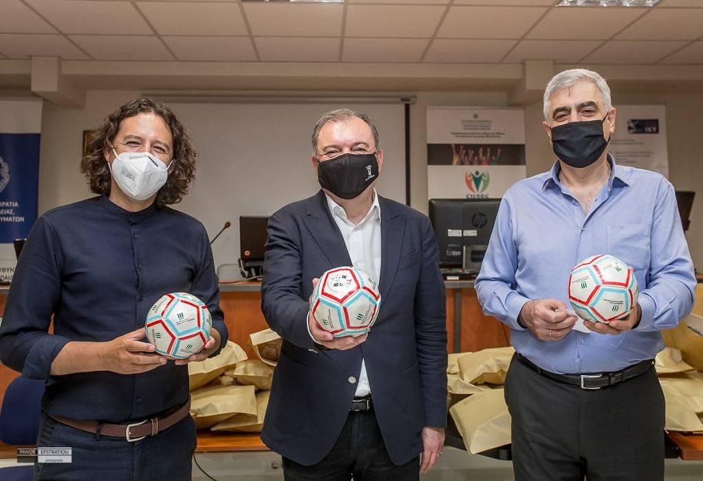 ΠΕΔΚΜ: Δώρισε μπάλες ποδοσφαίρου σε παιδιά με οπτική αναπηρία