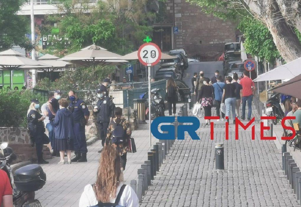 """Θεσσαλονίκη: Η αστυνομία """"μπήκε"""" και στην Αρχαία Αγορά (ΦΩΤΟ-VIDEO)"""
