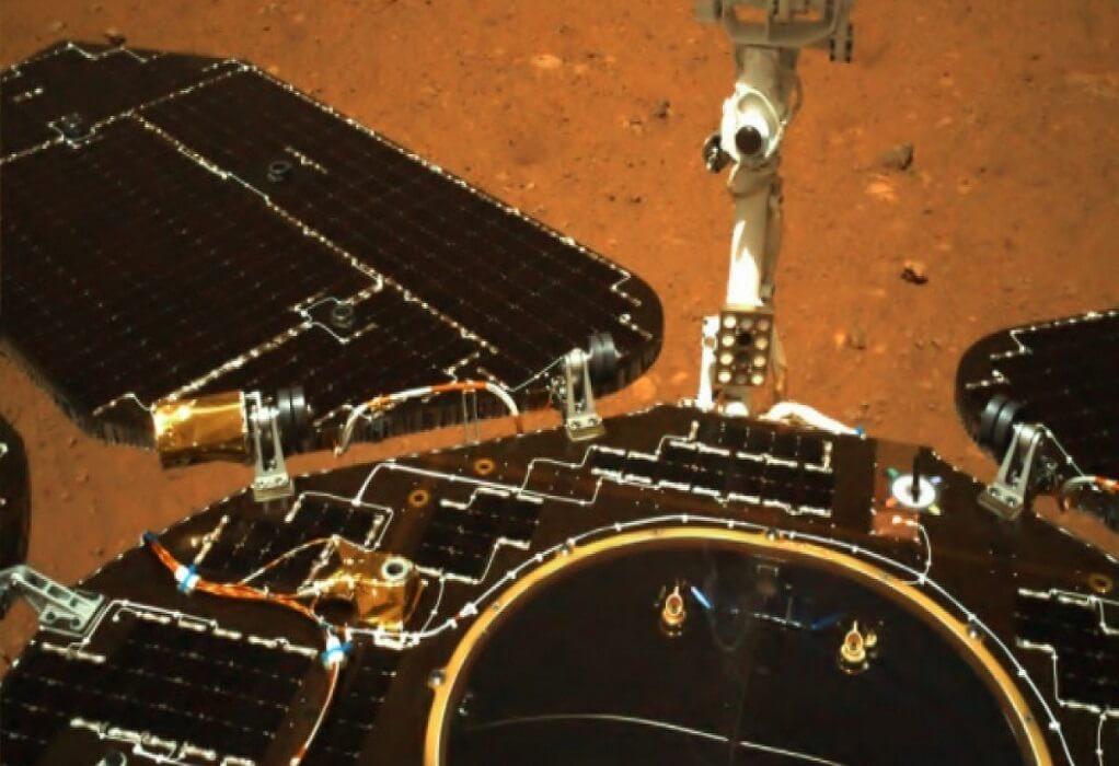 Το κινεζικό ρόβερ κινήθηκε για πρώτη φορά πάνω στον Άρη (ΦΩΤΟ)