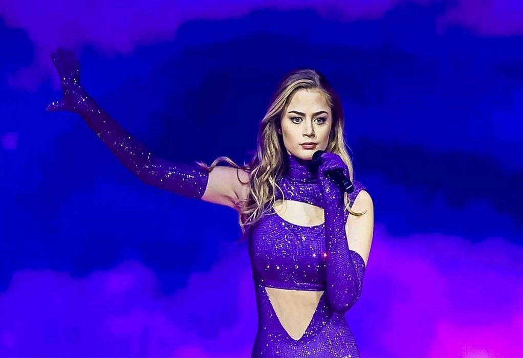 Βρεττός Βρεττάκος: Ντυμένη με 250.000 κρύσταλλα Swarovski η Στεφανία στη σκηνή της Eurovision