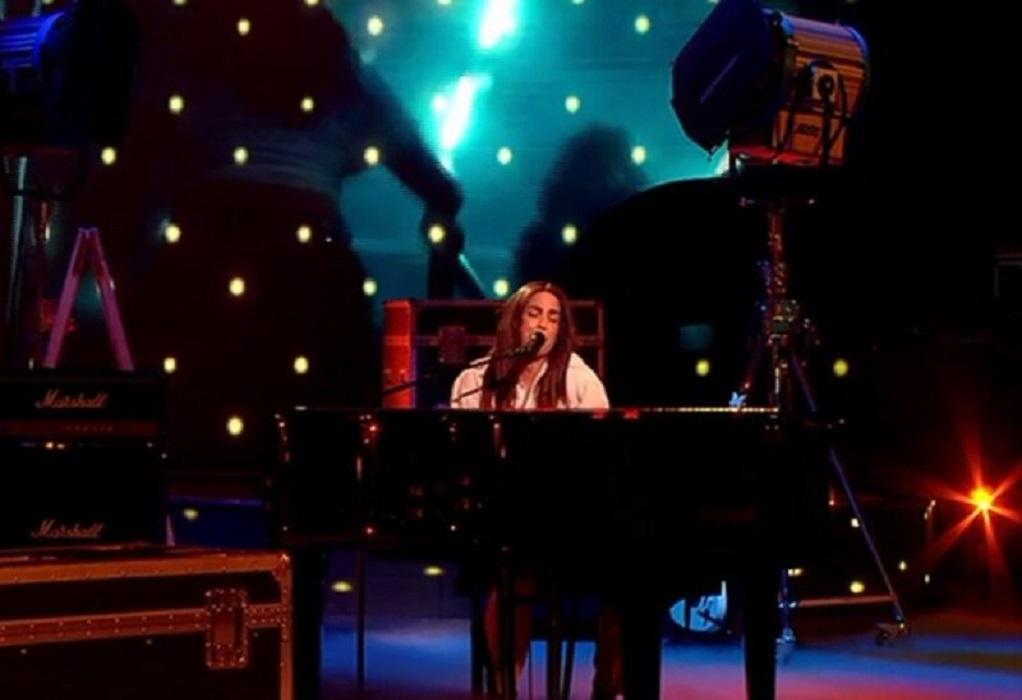 Κατερίνα Στικούδη: Μάγεψε ως Lady Gaga παίζοντας πιάνο στο YFSF (VIDEO)
