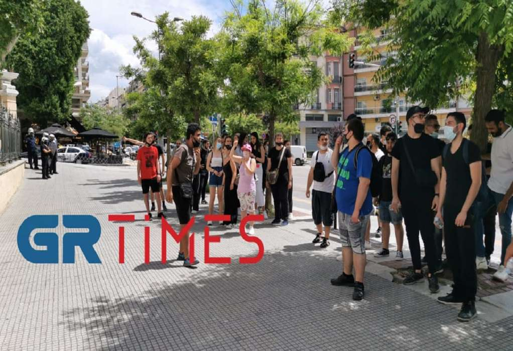 Διαμαρτυρία σπουδαστών ΕΠΑΣ – ΟΑΕΔ: Πανό και συνθήματα στο ΥΜΑΘ (VIDEO)