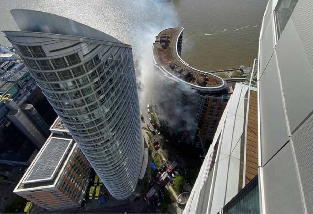 Φωτιά σε πολυώροφο κτίριο στο ανατολικό Λονδίνο