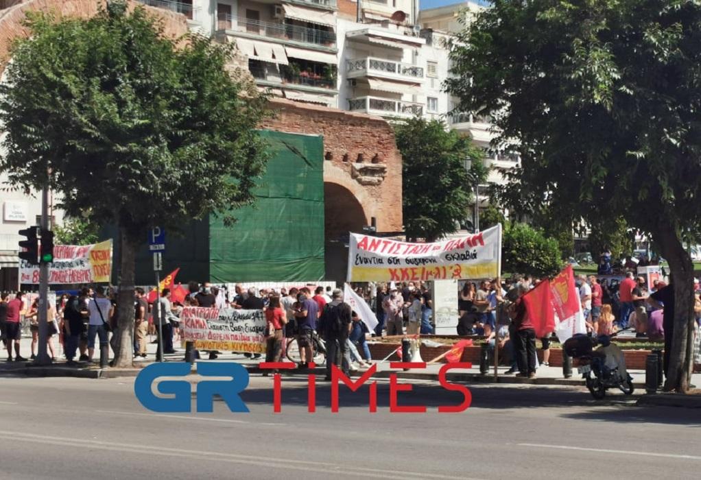 Θεσ/νίκη: Απεργιακή συγκέντρωση κατά του εργασιακού νομοσχεδίου στην Καμάρα (ΦΩΤΟ)