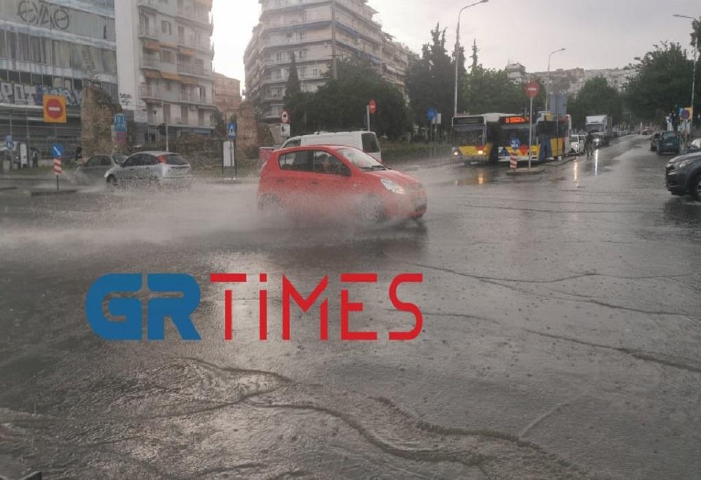 Άνοιξαν οι ουρανοί στη Θεσσαλονίκη – Καταιγίδες και χαλάζι (VIDEO-ΦΩΤΟ)