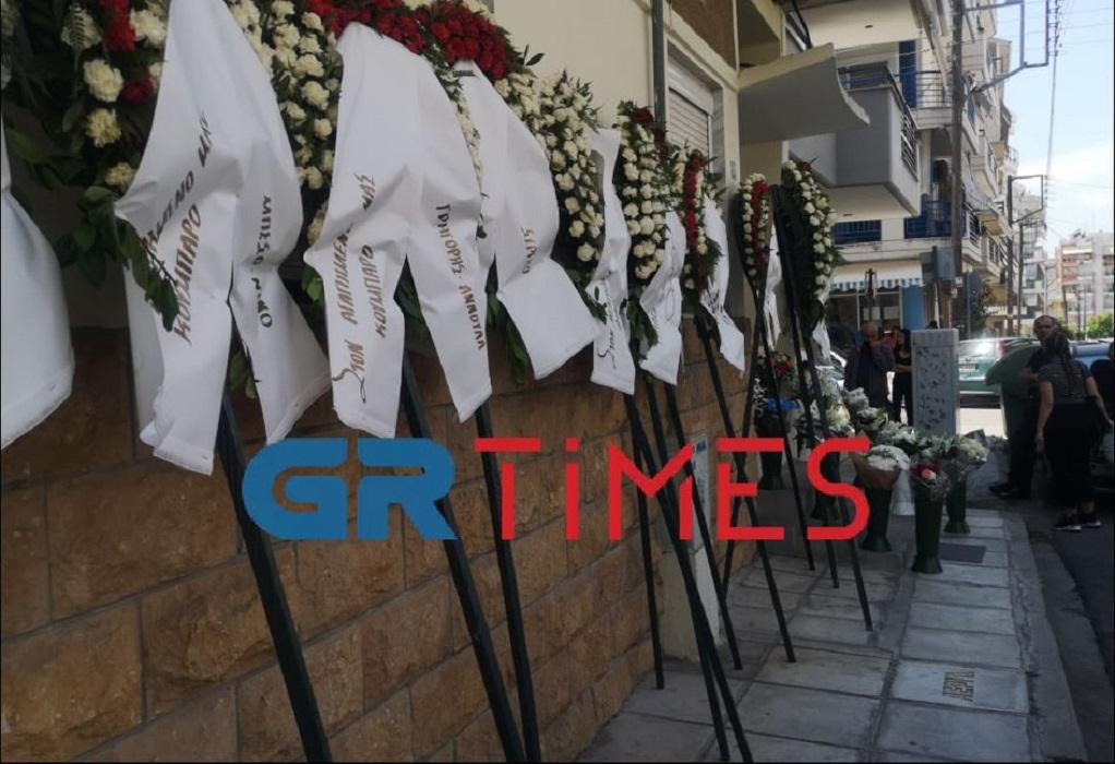 Ραγίζουν καρδιές στην κηδεία του 26χρονου που πνίγηκε στο ρέμα (VIDEO)