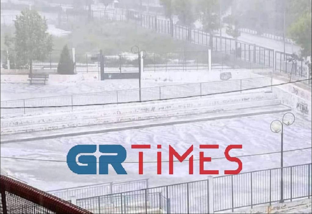 Χαλάζι που έμοιαζε με… χιόνι «σκέπασε» την Κοζάνη (ΦΩΤΟ-VIDEO)