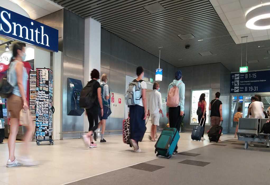 Χανιά: Κατέβασαν δυο γυναίκες από το αεροπλάνο γιατί αρνήθηκαν να φορέσουν μάσκα