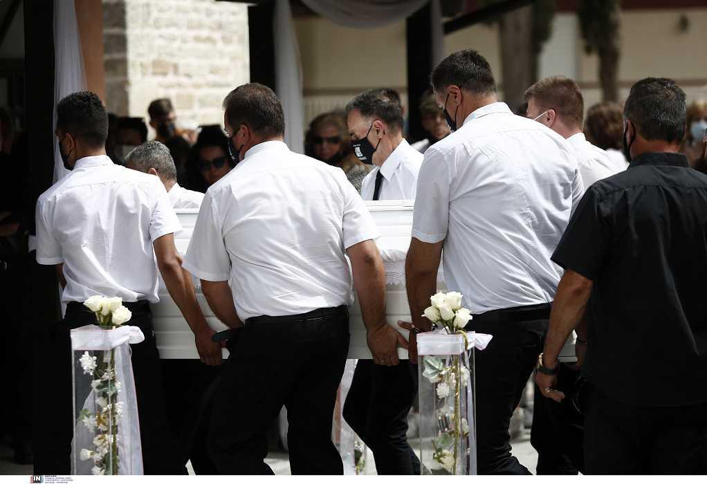 Θεσσαλονίκη: Απέραντη θλίψη στην κηδεία της 14χρονης που πέθανε από σηπτικό σοκ