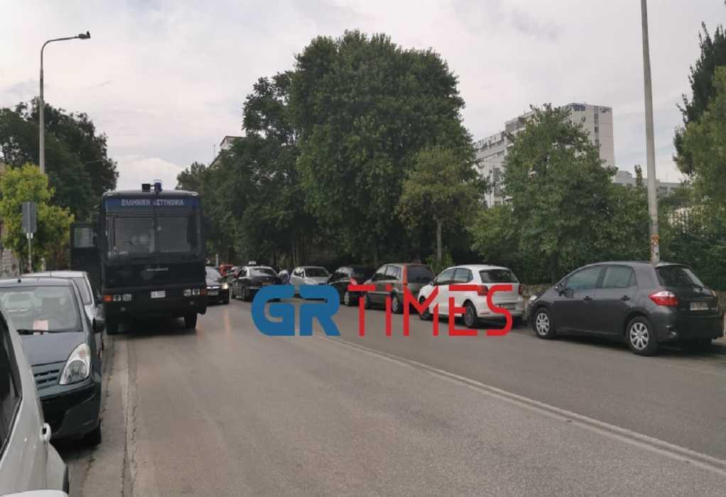 Θεσσαλονίκη: Αστυνομικές δυνάμεις περιμετρικά του ΑΠΘ (ΦΩΤΟ+VIDEO)