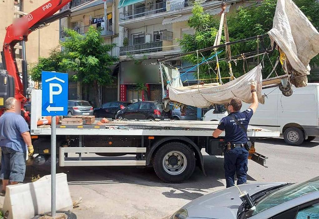Θεσσαλονίκη: Γερανός «σήκωσε»… χειράμαξα -Δύο συλλήψεις (ΦΩΤΟ)
