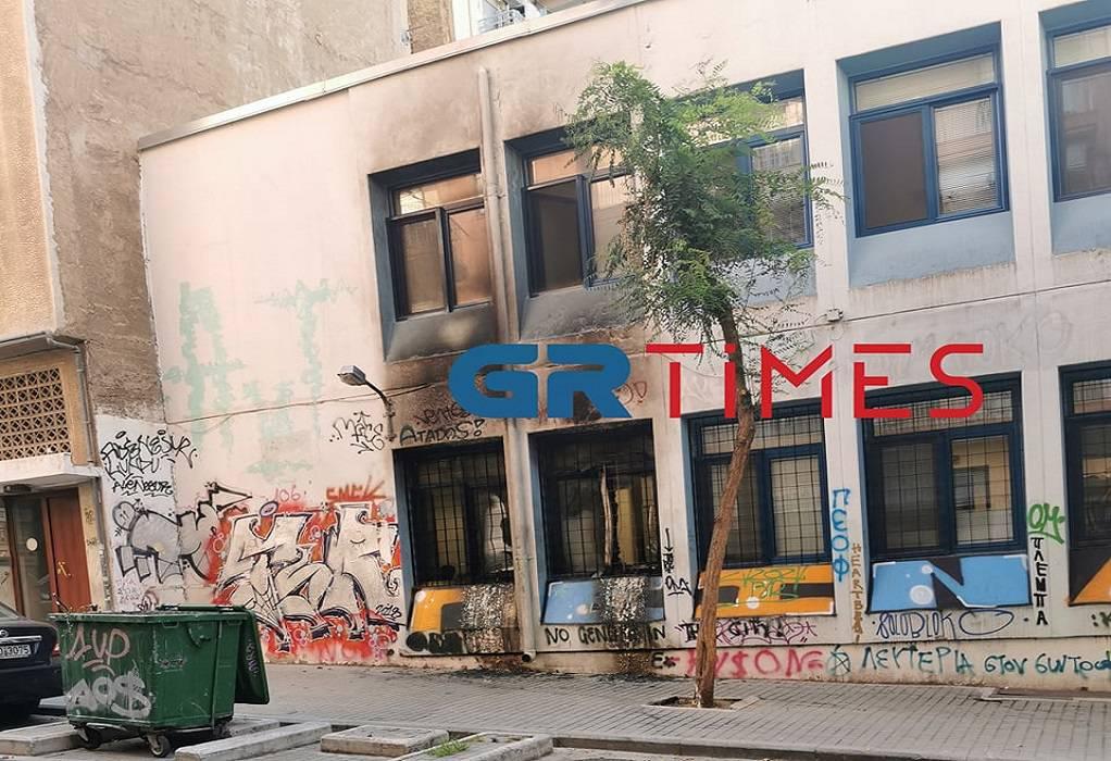 Θεσσαλονίκη: Γκαζάκια σε κτίριο του ΔΕΔΔΗΕ στο κέντρο (ΦΩΤΟ)
