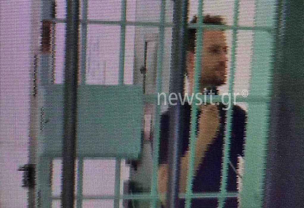 Γλυκά Νερά: Νέες εικόνες του συζύγου της Κάρολαιν μέσα από τη φυλακή