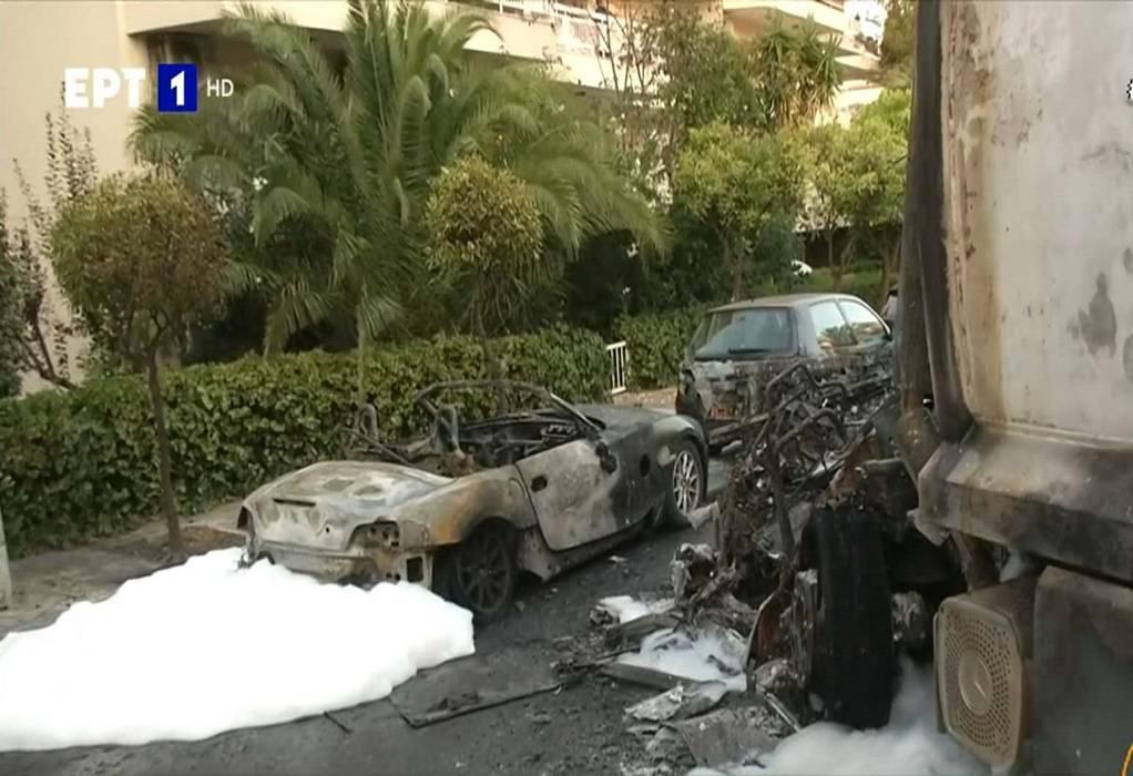 Καβούρι: Εκρήξεις σε οχήματα μετά από τροχαίο (ΦΩΤΟ-VIDEO)