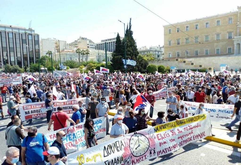 Σύνταγμα: Ξεκίνησαν οι μαζικές συγκεντρώσεις στο κέντρο της Αθήνας (ΦΩΤΟ-VIDEO)