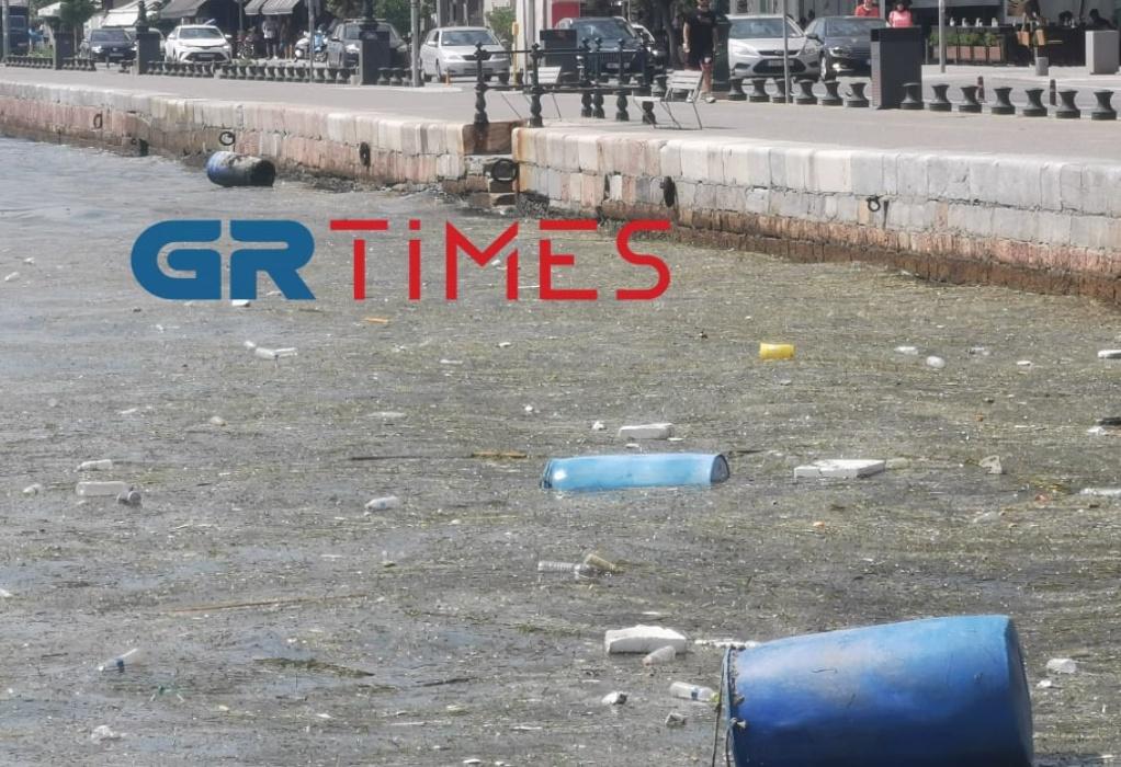 Θεσσαλονίκη: Από σκουπίδια μέχρι και βαρέλια στον Θερμαϊκό (ΦΩΤΟ-VIDEO)