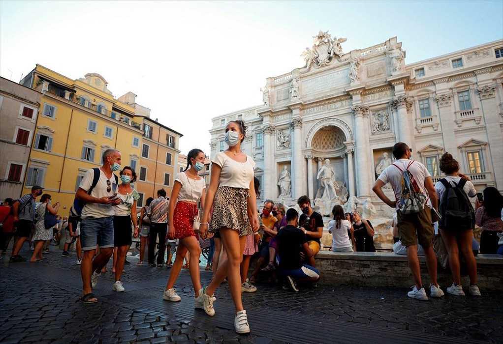 «Έκρηξη» εμβολιασμών στην Ιταλία μετά το υποχρεωτικό «πράσινο πάσο»
