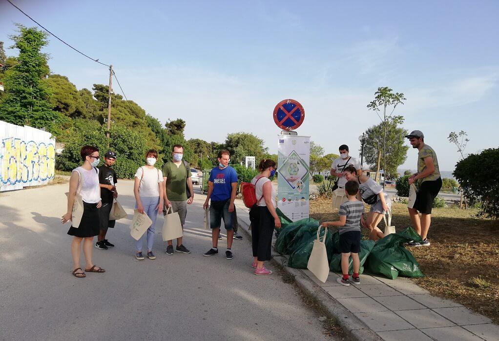Δ. Καλαμαριάς: Απορρίμματα 680 λίτρων μάζεψαν εθελοντές από την παραλία Αρετσούς