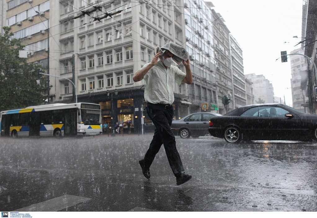 Καιρός: Νέα ατμοσφαιρική διαταραχή διατηρεί τις βροχές