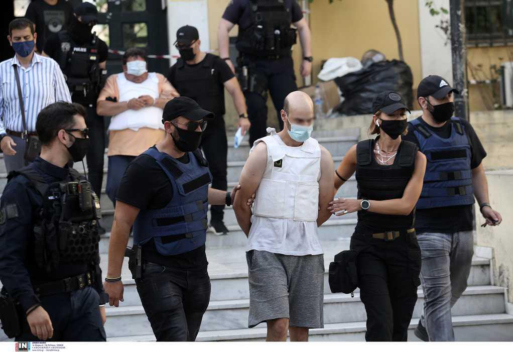 Πετράλωνα: Ποινική δίωξη για δύο κακουργήματα στον 35χρονο