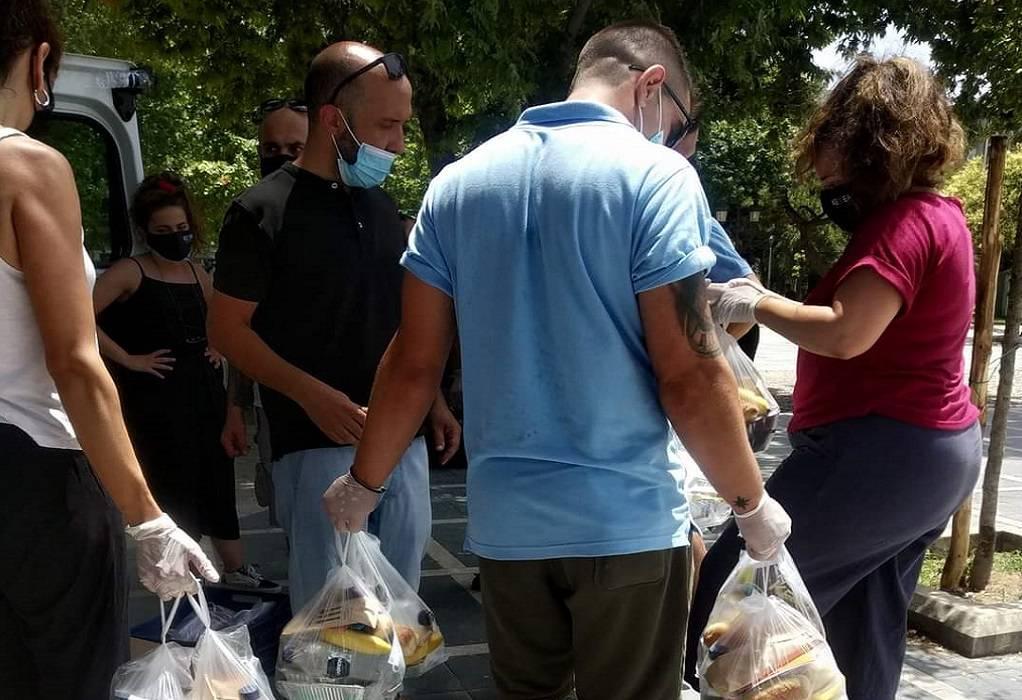 Θεσσαλονίκη: Φαγητό σε άστεγους και άπορους μοίρασε το ΚΕΘΕΑ