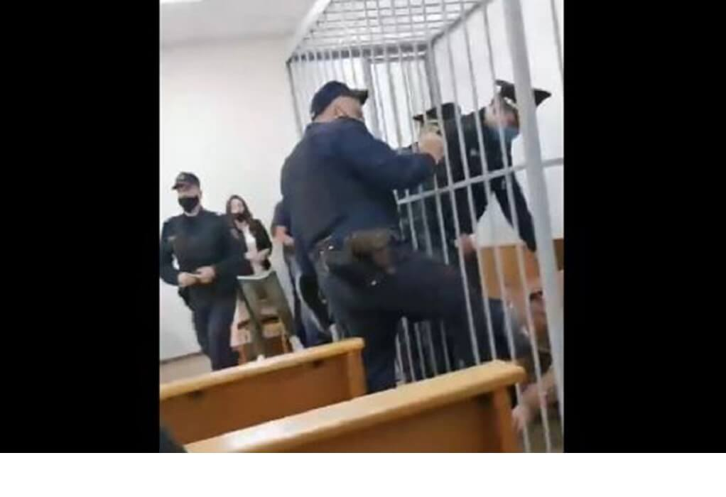 Λευκορωσία: Ακτιβιστής αποπειράθηκε να αυτοκτονήσει στο δικαστήριο (VIDEO)