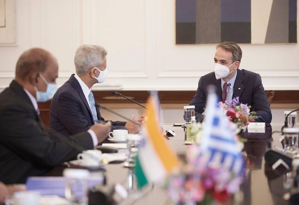 Συνάντηση του πρωθυπουργού με τον υπουργό Εξωτερικών της Ινδίας