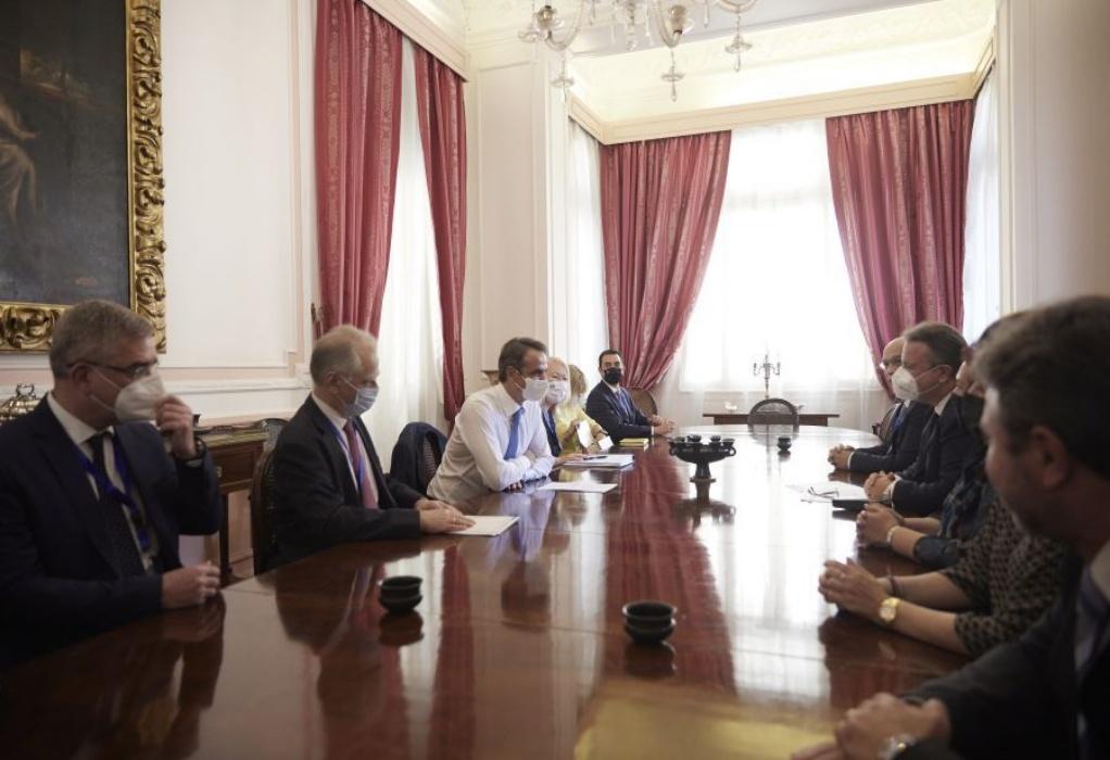 Με μέλη της ελληνικής κοινότητας στο Κάιρο συναντήθηκε ο πρωθυπουργός