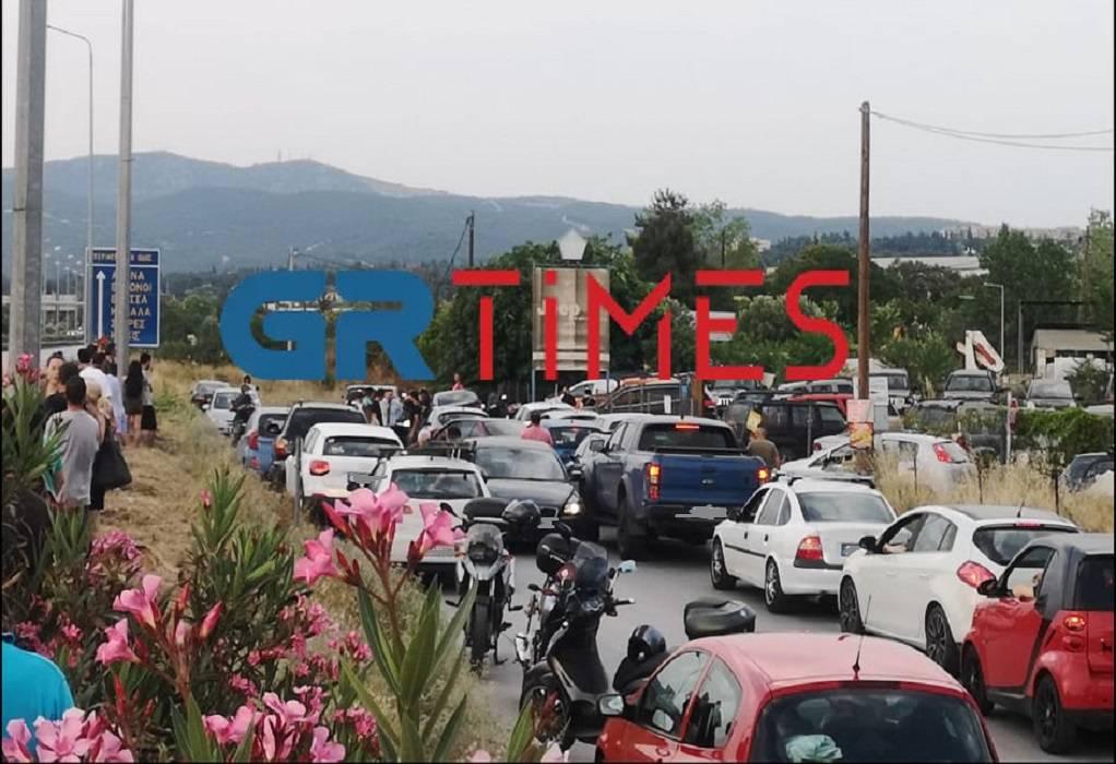 Φράκαρε ο παράδρομος της περιφερειακής από θαυμαστές του Μπαντέρας (VIDEO)