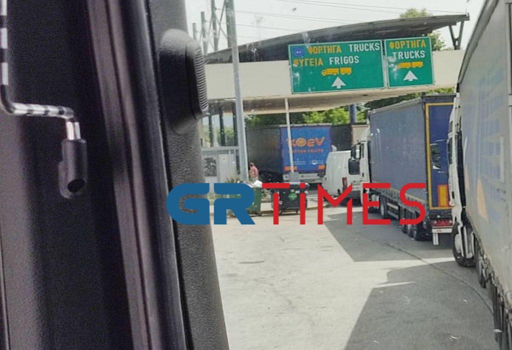 Προμαχώνας: Οδηγοί φορτηγών λιποθυμούν απ' την αναμονή (ΦΩΤΟ-VIDEO)