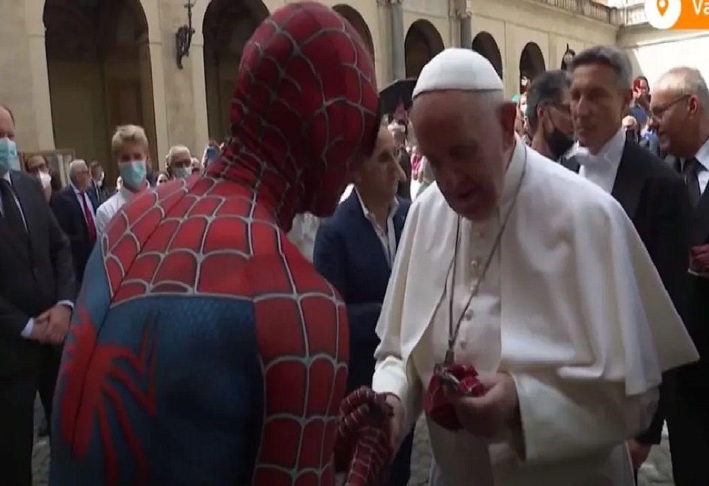 Ο Πάπας Φραγκίσκος συνάντησε τον Spider-Man (VIDEO)