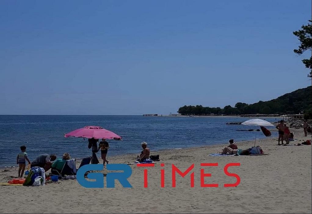 Θεσσαλονίκη: Άρχισαν να γεμίζουν σιγά – σιγά οι παραλίες, φωτογραφία-1
