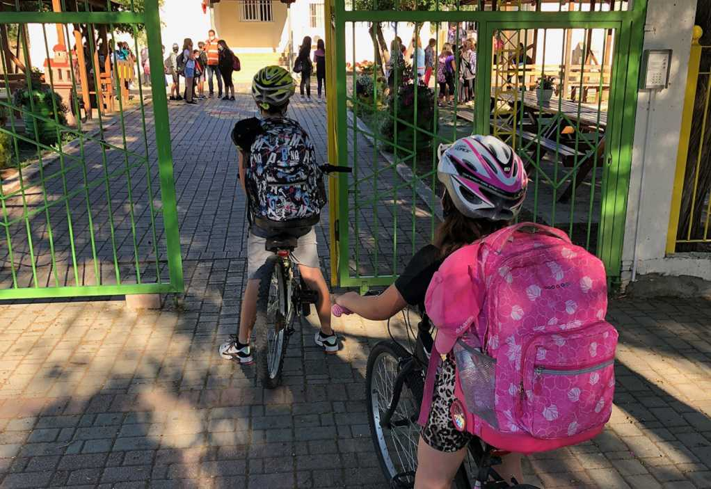 Χαλκιδική: Δωρεάν κράνη ποδηλάτου σε μαθητές του δημοτικού σχολείου Ολύνθου