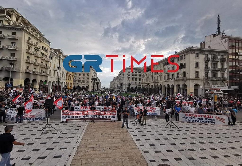 Θεσ/νίκη: Σε εξέλιξη πορεία του ΠΑΜΕ για το εργατικό νομοσχέδιο (ΦΩΤΟ-VIDEO)