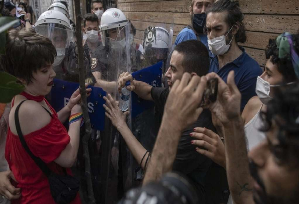 Δακρυγόνα και συλλήψεις στην πορεία Pride στην Κωνσταντινούπολη (ΦΩΤΟ-VIDEO)