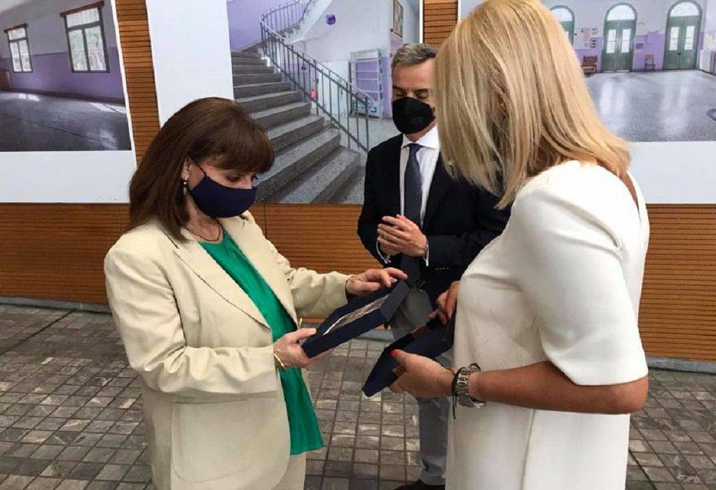 Θεσσαλονίκη: Μουσική στο Juke box άκουσε η Σακελλαροπούλου στο δημαρχείο (ΦΩΤΟ-VIDEO)