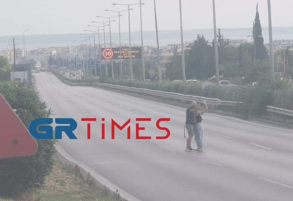 """The Enforcer"": Αγκαλιές και selfie στην κλειστή Περιφερειακή Οδό (ΦΩΤΟ-VIDEO)"