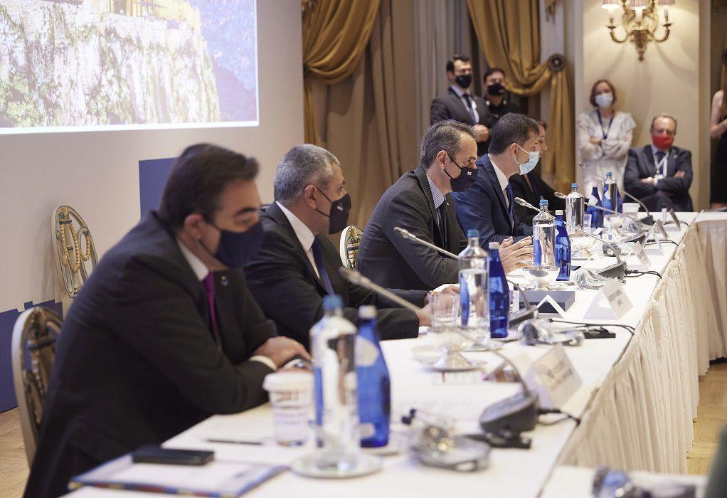 Συνάντηση για τη διασφάλιση της ασφαλούς επανεκκίνησης στον Τουρισμό