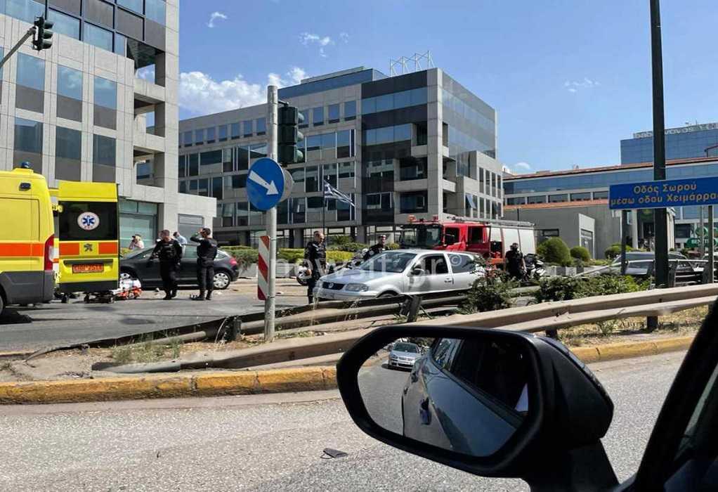Τροχαίο στη Λεωφόρο Κηφισίας: Απεγκλωβίστηκε γυναίκα χωρίς τις αισθήσεις της