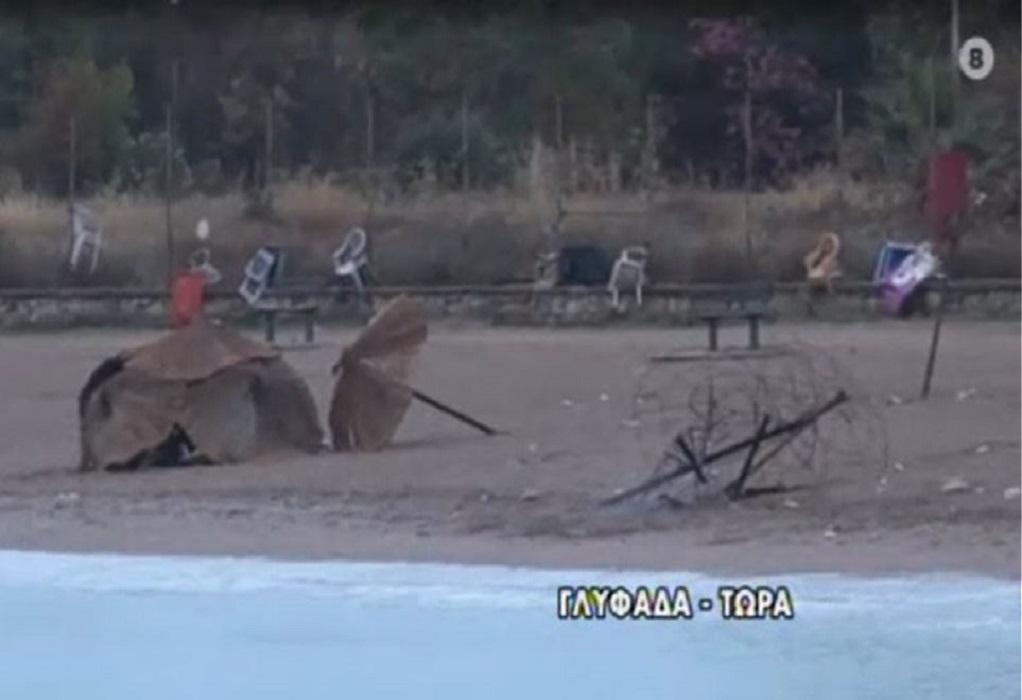 Έβαλαν φωτιά σε ομπρέλες στην παραλία της Γλυφάδας (VIDEO)