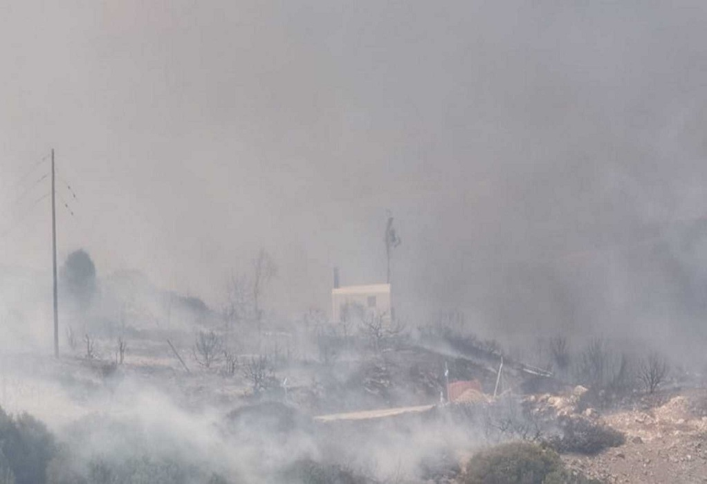 Πυρκαγιά στην Πάρο: Καλύτερη η εικόνα, αλλά υπάρχουν αρκετές διάσπαρτες εστίες
