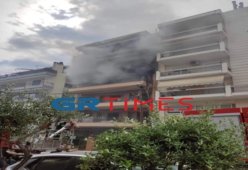 Καλαμαριά : Ολοσχερώς κάηκε το διαμέρισμα που είχε ξεσπάσει φωτιά (VIDEO)